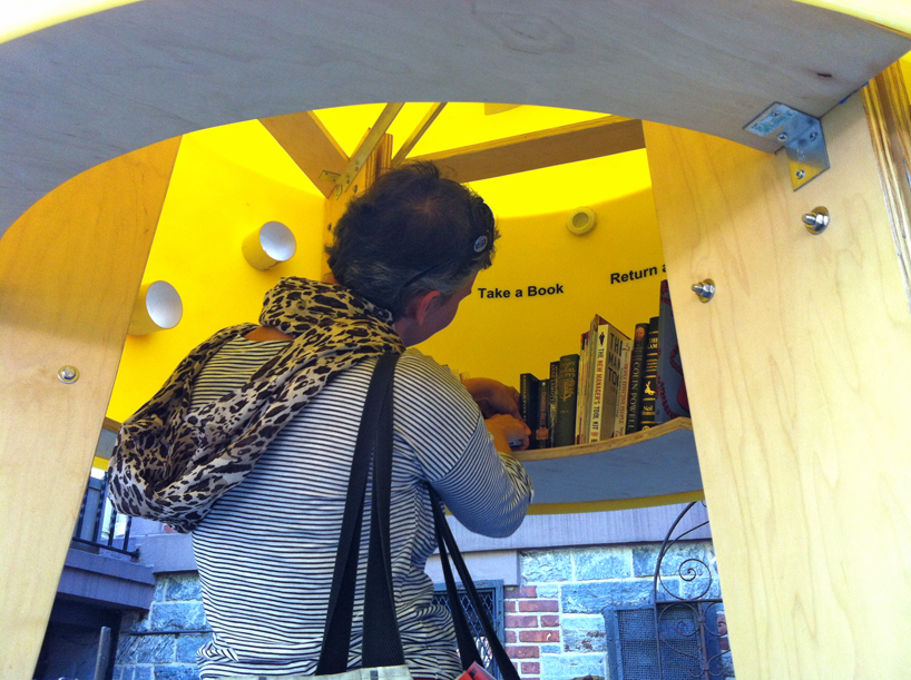 img 3 1369803053 fd824f14aa700d628ca208d831d5c052 แท๊งค์หนังสือ..ห้องสมุดฟรีเล็กจิ๋วที่นิวยอร์ค
