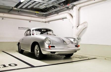 2011 Porsche Museum Garage in Stuttgart 1 450x295 Porsche Museum พิพิธภัณฑ์ของรถพอร์ช ประเทศเยอรมนี
