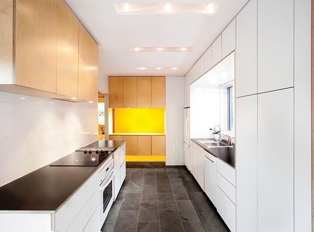 25560610 104900 ต่อเติมบ้านเก่าแบบทาวน์เฮาส์..ให้มีพื้นที่รับประทานอาหาร เป็นศูนย์กลางของบ้าน