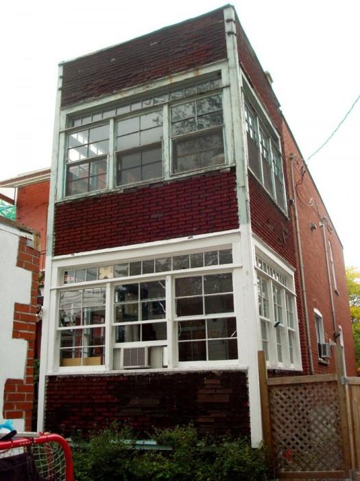 25560610 104948 ต่อเติมบ้านเก่าแบบทาวน์เฮาส์..ให้มีพื้นที่รับประทานอาหาร เป็นศูนย์กลางของบ้าน