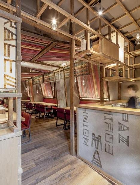 25560620 183958 Peru Pakta  ร้านอาหารที่รวม 2 วัฒนธรรมเข้าเป็น 1..เมื่อหูกทอผ้าดั้งเดิมของเปรูหุ้มห่อเฟอร์นิเจอร์สไตล์ญี่ปุ่น