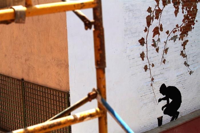 25560626 174347 ภาพวาดจากลอยแตกบนกำแพง..Subtractive Street Art โดย Pejac