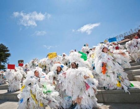 san francisco bag monster lg 450x352 BAG MONSTER ปีศาจถุงพลาสติก ผู้พิทักษ์โลก