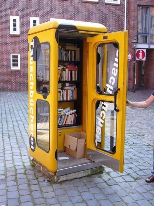 25560703 182414 เปลี่ยนตู้โทรศัพท์สาธารณะในนิวยอร์ค เป็นห้องสมุดขนาดเล็ก เพื่อส่งเสริมการเรียนรู้ของคนในชุมชน