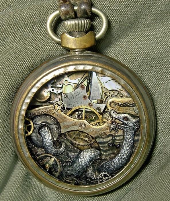 25560706 115721 ประติมากรรมจิ๋วจากชิ้นส่วนนาฬิกาพกโบราณ โดย Sue Beatrice