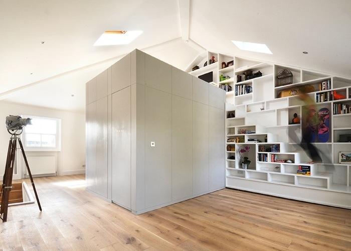 25560714 103543 ผนังและบันได เป็นชั้นวางของ ห้องน้ำเป็นผนังกั้นห้องและมีห้องนอนข้างบน..เพิ่มพื้นที่ และใช้ประโยชน์ได้คุ้มจริงๆ