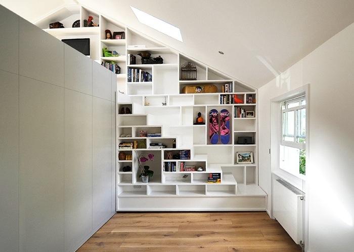 25560714 103552 ผนังและบันได เป็นชั้นวางของ ห้องน้ำเป็นผนังกั้นห้องและมีห้องนอนข้างบน..เพิ่มพื้นที่ และใช้ประโยชน์ได้คุ้มจริงๆ