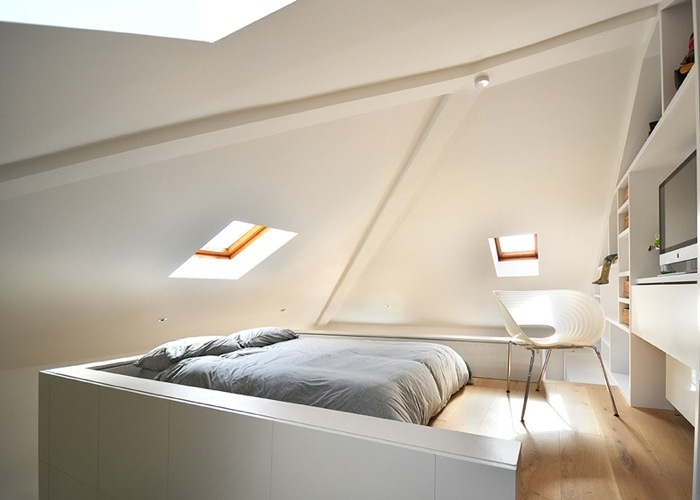 25560714 103624 ผนังและบันได เป็นชั้นวางของ ห้องน้ำเป็นผนังกั้นห้องและมีห้องนอนข้างบน..เพิ่มพื้นที่ และใช้ประโยชน์ได้คุ้มจริงๆ