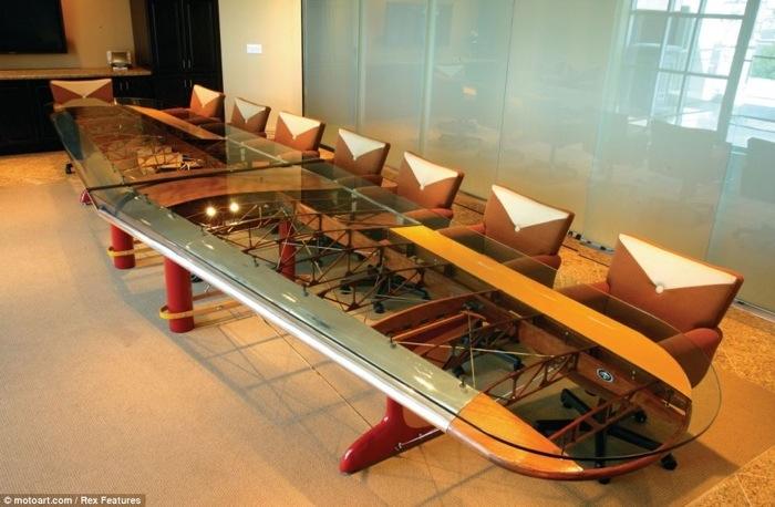 25560717 185955 โต๊ะที่ทำจากชิ้นส่วนเครื่องบินโบราณ...โดย MotoArt เพื่อคนรักเครื่องบินโดยเฉพาะ