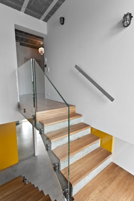 25560720 185502 บ้านที่ใช้วัสดุคอนกรีตเป็นหลัก..มีสีเหลืองสดใส ช่วยลดความเย็นชาของสีเทา