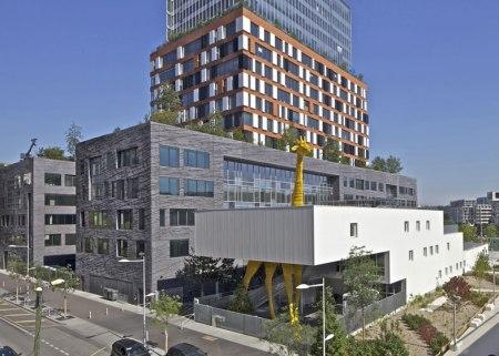Dezeen Giraffe Childcare Centre by Hondelatte Laporte Architectes SS 4 450x321 Giraffe Childcare Centre ตึกยีราฟในกรุงปารีส