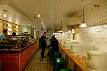 """จากห้องน้ำ มาเป็น """"ร้านกาแฟ Attendant  ที่ตกแต่งด้วยบรรยากาศในห้องน้ำ"""" 22 - Attendant"""