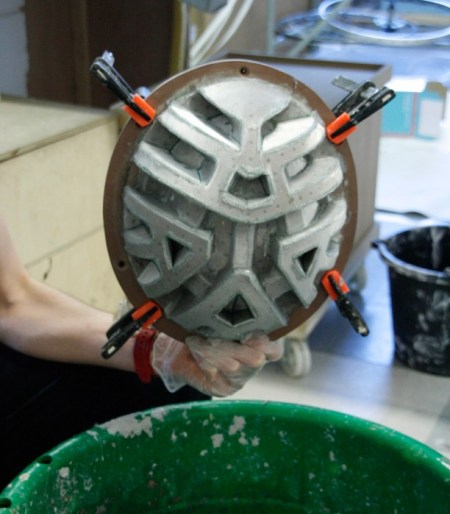 paper pulp helmet RCA designboom05 450x514 paper pulp helmet หมวกกันน็อกสำหรับผู้ขับจักรยาน ด้วยไอเดียรักษ์โลก