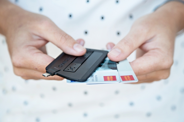usb charge card ee5b 600.0000001375395334 The ChargeCard: A Super Slim USB Cable For Your Phone