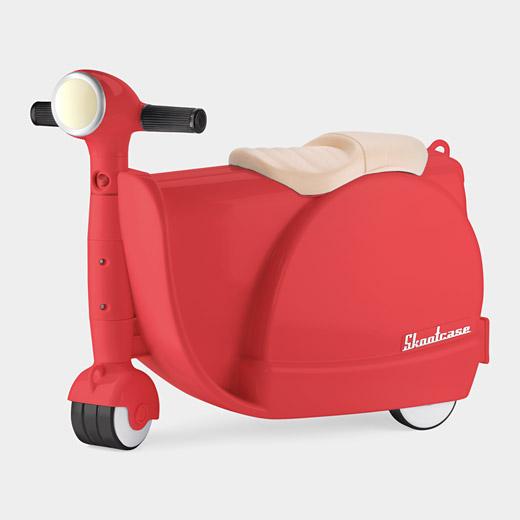 102043 A2 Suitcase Skootcase Red Skootcase สำหรับเด็ก เล่นได้ เก็บของได้ :)