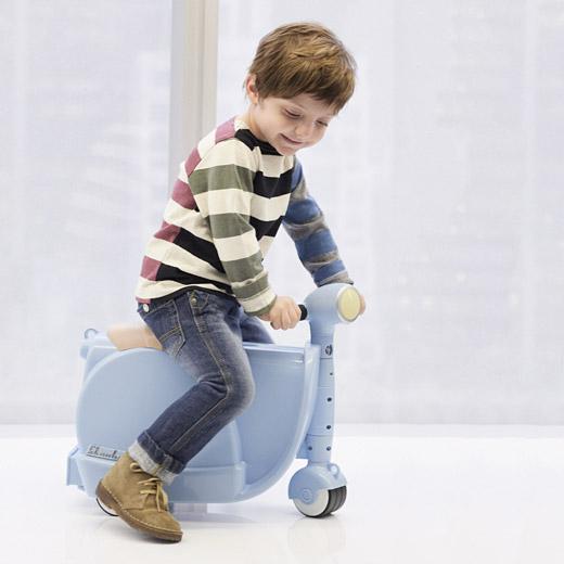 99388 C2 Blue Skootcase Skootcase สำหรับเด็ก เล่นได้ เก็บของได้ :)