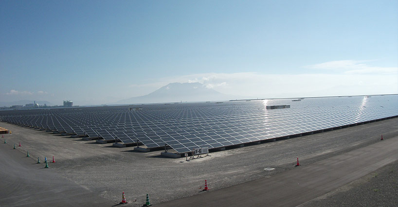 kyocera-floats-mega-solar-power-plant-in-japan-designboom-02