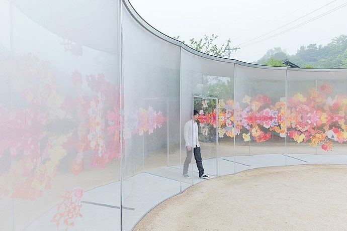 25561226 193335 A ART HOUSE จัดสถานที่แสดงศิลปะหมู่บ้านแบบดั่งเดิมของญี่ปุ่น