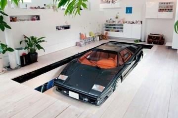 บ้านที่มีที่จอดรถ 9 คัน และต้องมีที่จอด Lamborghini ในห้องรับแขก