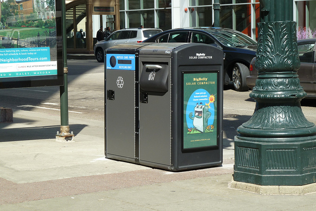 BigBelly Solar Trash Compactor & Recycling Bin at State/Randolph (NW Corner)