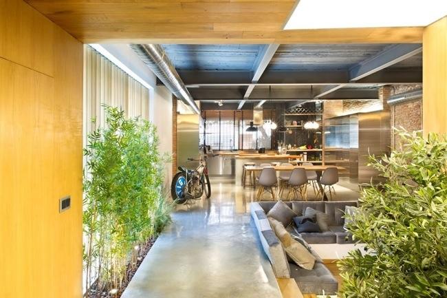 เมื่อวัสดุพื้นๆบวกกับต้นไม้ อยู่ร่วมกันอย่างลงตัวก็ได้เป็นบ้านหรูหราทันสมัยหลังนี้ 14 - Modern