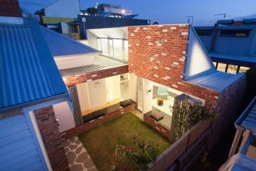 เพิ่มแสงสว่างให้กับบ้านเก่า ด้วยสวนกลางบ้าน 8 - courtyard