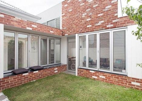 25570301 144213 เพิ่มแสงสว่างให้กับบ้านเก่า ด้วยสวนกลางบ้าน