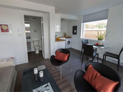 25570301 151531 บ้านราคาถูกจากตู้คอนเทนเนอร์เก่าเพื่อผู้มีรายได้น้อย ในเมืองแวนคูเวอร์