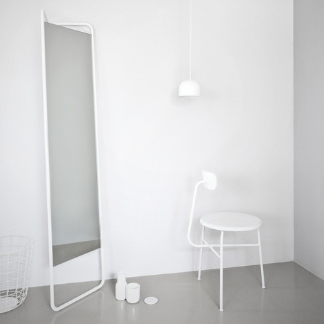25570308 144343 กระจกประหยัดพื้นที่ ใช้แขวนของได้ โดยKaschkasch Cologne