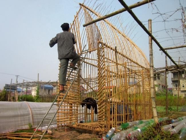 25570312 172651 โรงอนุบาลผัก ทำจากไม้ไผ่ และขวดพลาสติก ความร่วมมือระหว่างคนในเมือง และเกษตกรในชนบท