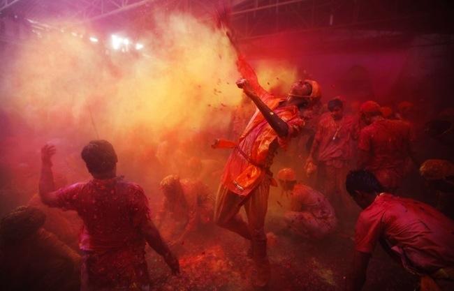 25570322 104750 ฉลองการเข้าสู่ฤดูใบไม้ผลิกับเทศกาลแห่งสีสัน ที่ประเทศอินเดีย