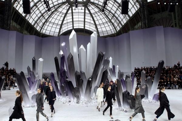 Chanel aw 2012 13 4 คิ้วสติ๊กเกอร์จากลูกปัด คริสตัล เลื่อมแพรวพราว และไหมชั้นดี จากแบรนด์ Chanel