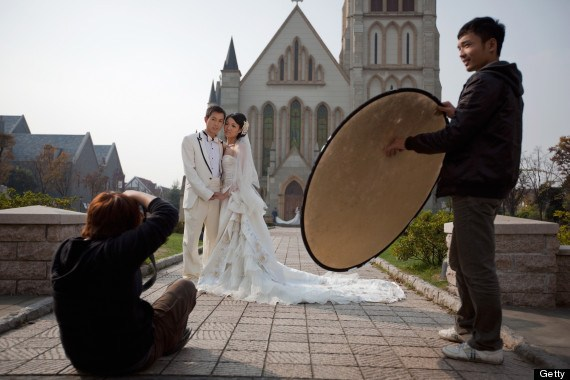 Chinese Newlyweds Photographed In Thames Town