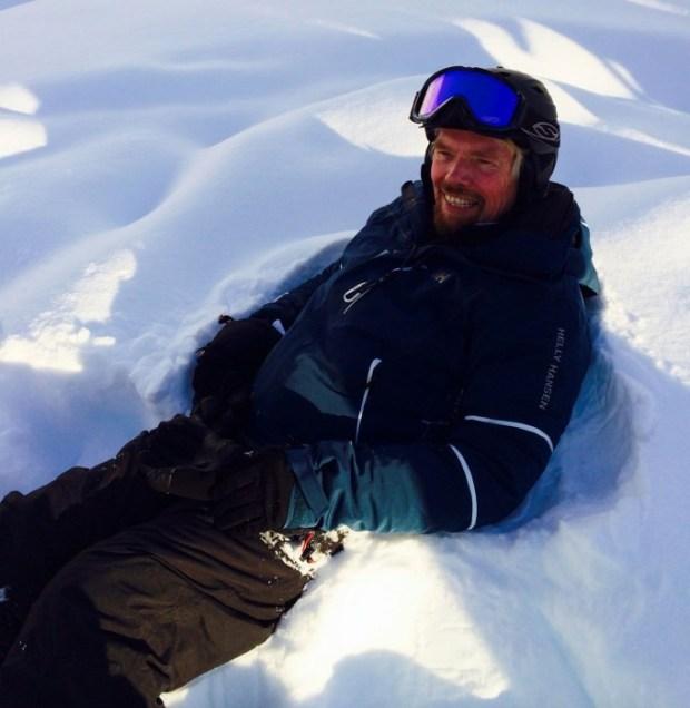 richard heli ski 650x667 10 เทคนิคเพื่อความสำเร็จ จาก Richard Branson เจ้าของอาณาจักร Virgin