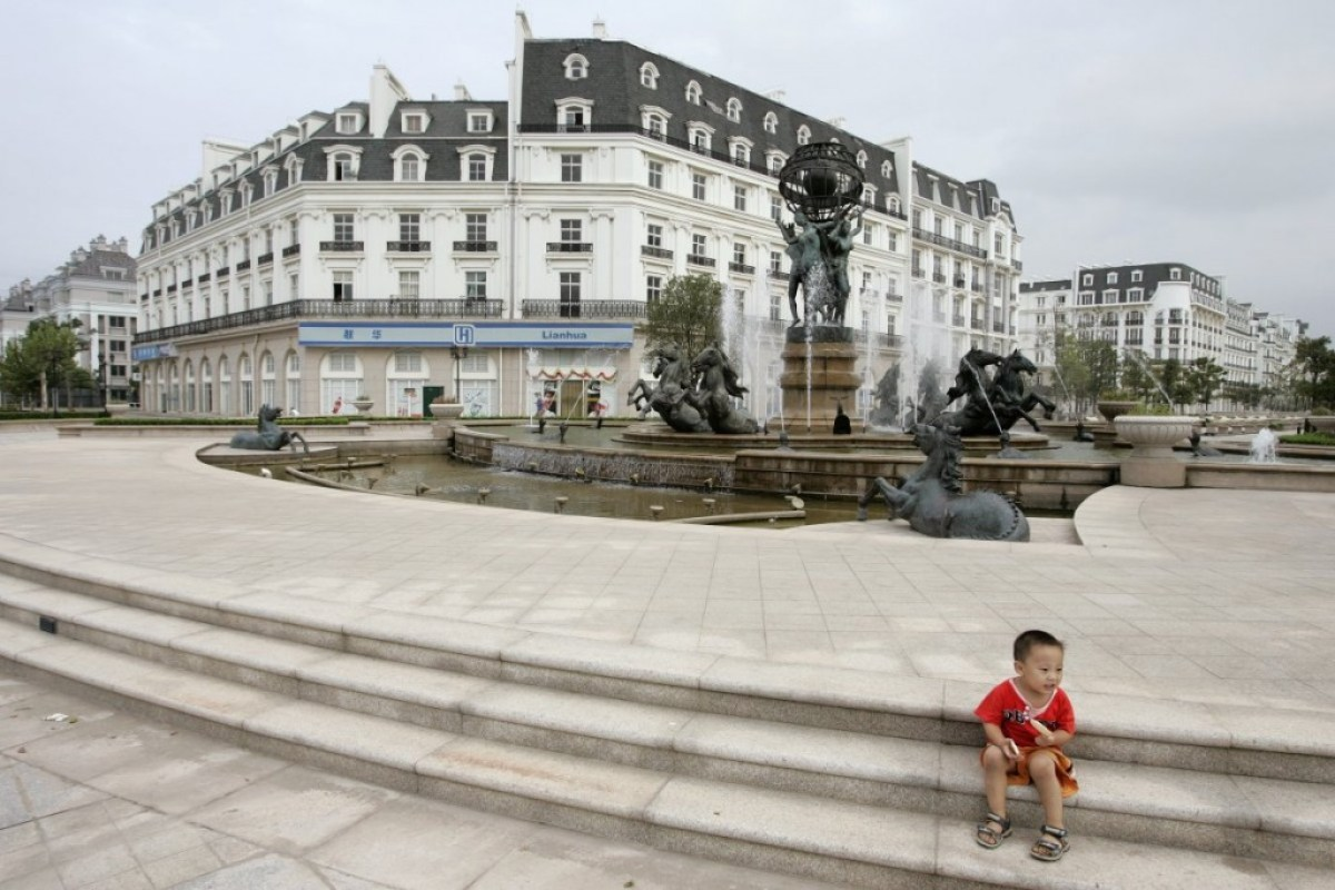 theres even a gated community that occupies 12 square miles Little Paris in Hangzhou,China ปารีส รกร้างในเมืองจีน