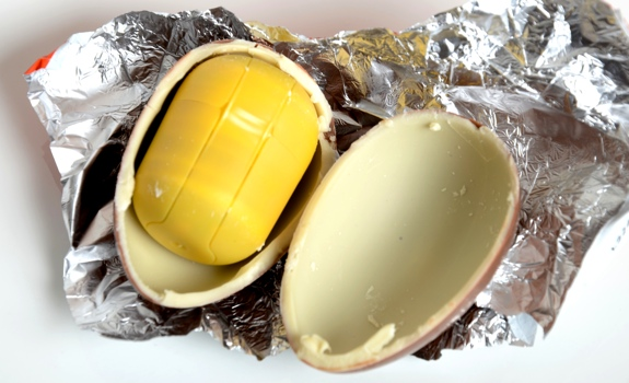 0402 kinder surprise 04 Kinder Surprise ขนมรูปไข่คินเนอร์ เซอร์ไพรช์ ละลายในอากาศร้อน ไม่ละลายในอากาศหนาว