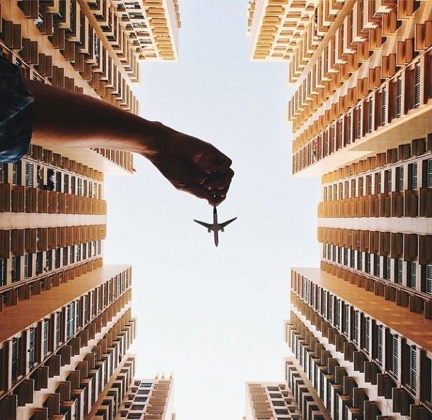 25570421 201952 ภาพถ่ายเล่าเรื่องราวของเมืองใหญ่ ผ่านเครื่องบินเด็กเล่น
