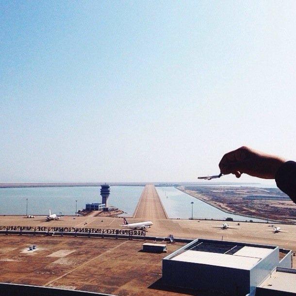 25570421 202016 ภาพถ่ายเล่าเรื่องราวของเมืองใหญ่ ผ่านเครื่องบินเด็กเล่น