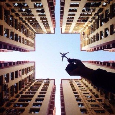 ภาพถ่ายเล่าเรื่องราวของเมืองใหญ่ ผ่านเครื่องบินเด็กเล่น 15 - idea