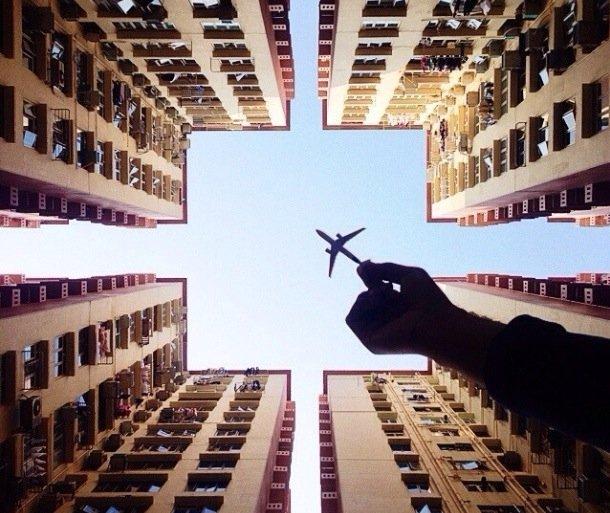 ภาพถ่ายเล่าเรื่องราวของเมืองใหญ่ ผ่านเครื่องบินเด็กเล่น 20 - Instagram