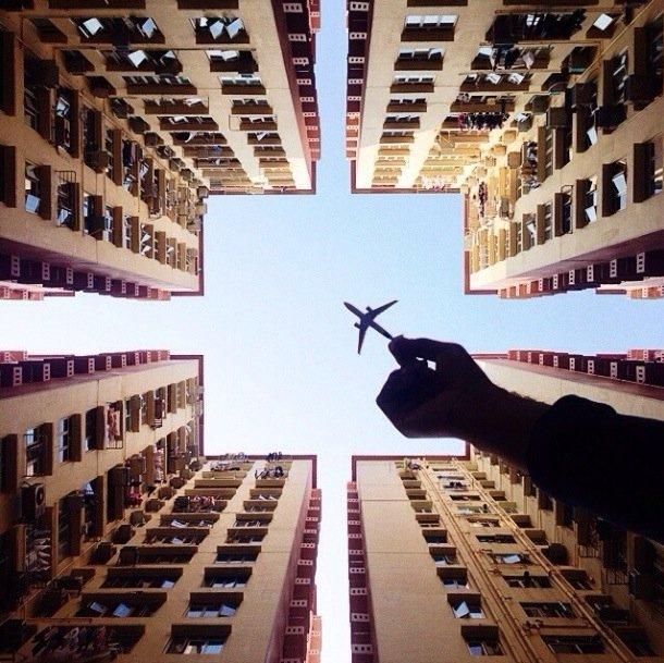 25570421 202055 ภาพถ่ายเล่าเรื่องราวของเมืองใหญ่ ผ่านเครื่องบินเด็กเล่น