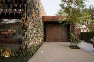 สวนแนวตั้ง จากกระถางอลูมินัมและต้นไม้ 6,000 ต้น ที่ Firma Casa 21 - กระถางต้นไม้