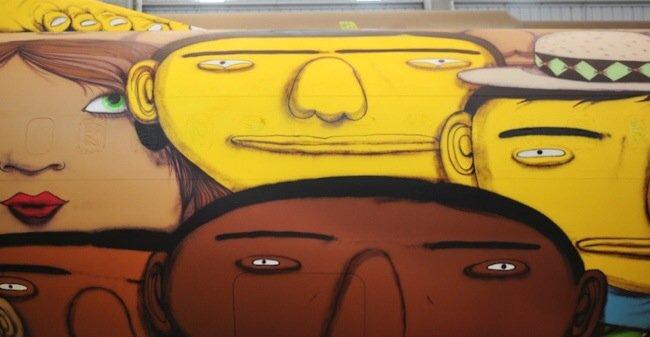 20140529 105751 39471591 ศิลปิน graffiti วาดภาพบนเครื่องบินทีมชาติบราซิล ในฟุตบอลโลก World Cup2014