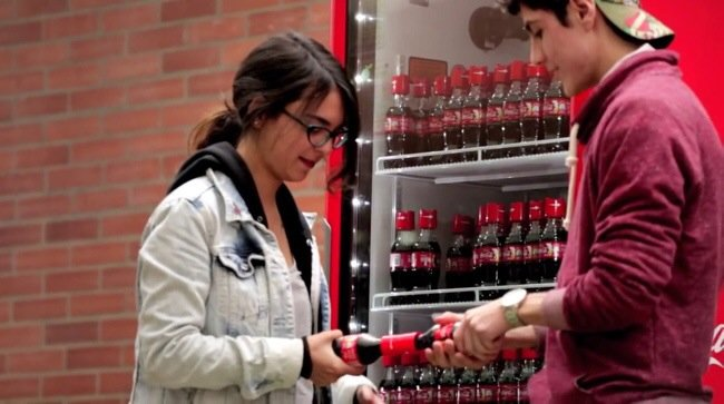 20140531 165035 60635647 Coke Friendly Twist...ฝาขวดแบบใหม่ เปิดโค้ก เปิดรับมิตรภาพใหม่ๆ