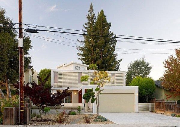 25570514 174038 บ้านที่เปิดโล่งเชื่อมโยงภายในกับสวนทั้งชั้นบนและล่าง