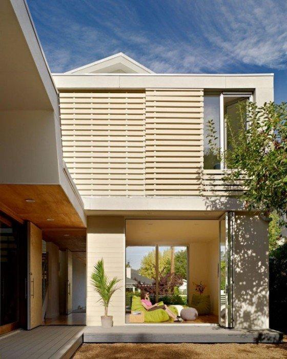 25570514 174846 บ้านที่เปิดโล่งเชื่อมโยงภายในกับสวนทั้งชั้นบนและล่าง