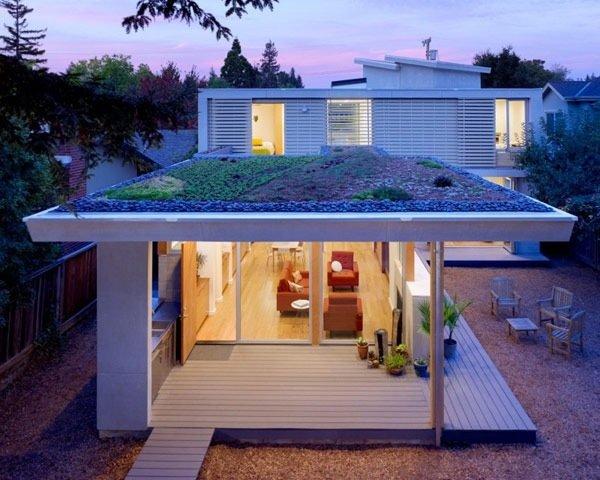 25570514 174857 บ้านที่เปิดโล่งเชื่อมโยงภายในกับสวนทั้งชั้นบนและล่าง