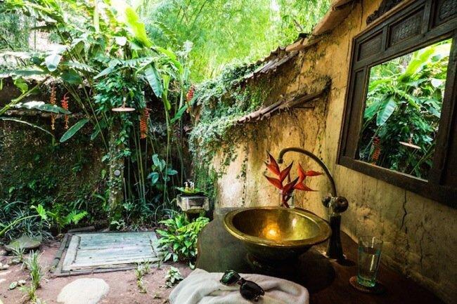 20140602 170424 61464092 โรงแรมบ้านกุ้ง..พื้นห้องนอนเป็นกระจกใสมองเห็นชีวิตสัตว์น้ำในบ่อกุ้ง