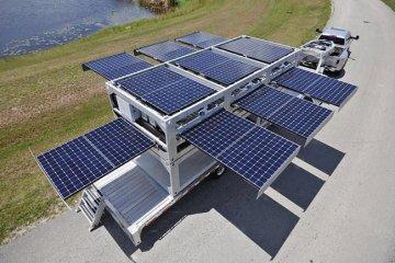 สถานีผลิตพลังงานแสงอาทิตย์ แบบเคลื่อนที่ ขนาดยักษ์ทำจากตู้คอนเทนเนอร์