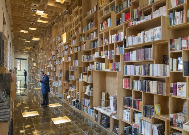 City of the Books and Images by Taller 6A dezeen ss 1 650x464 BookShop Covered in Boxes ห้องสมุดในตึกประวัติศาสตร์เก่า